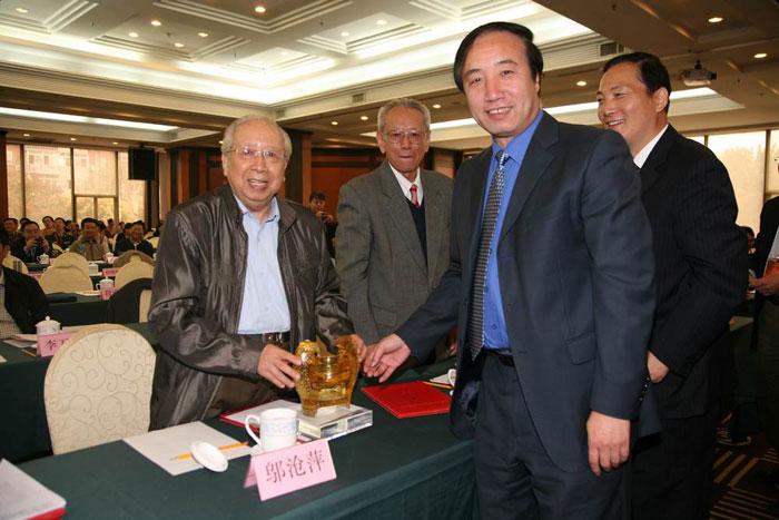 中国人口老龄化_2011中国人口(2)